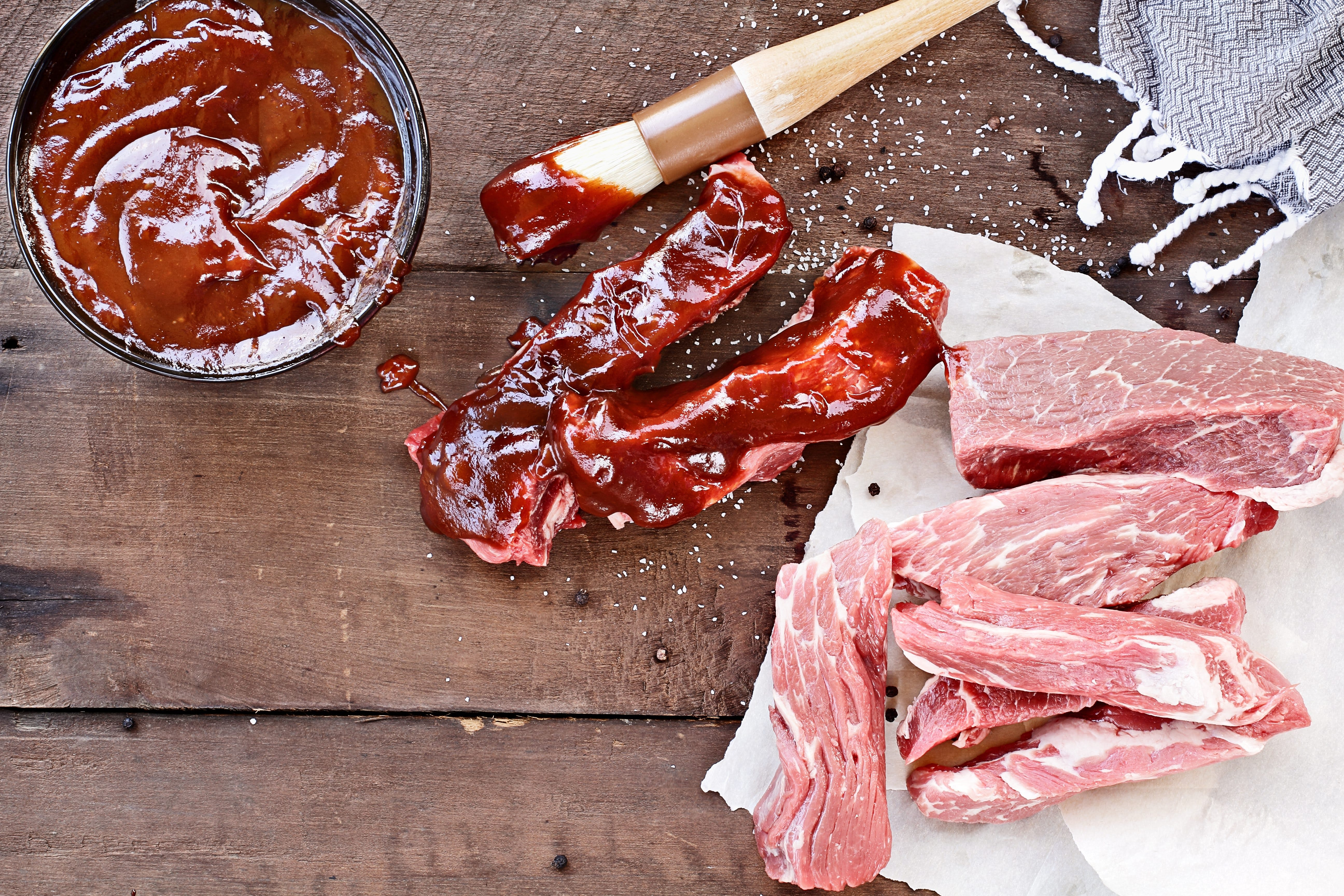 Country Ribs and Barbecue Sauce