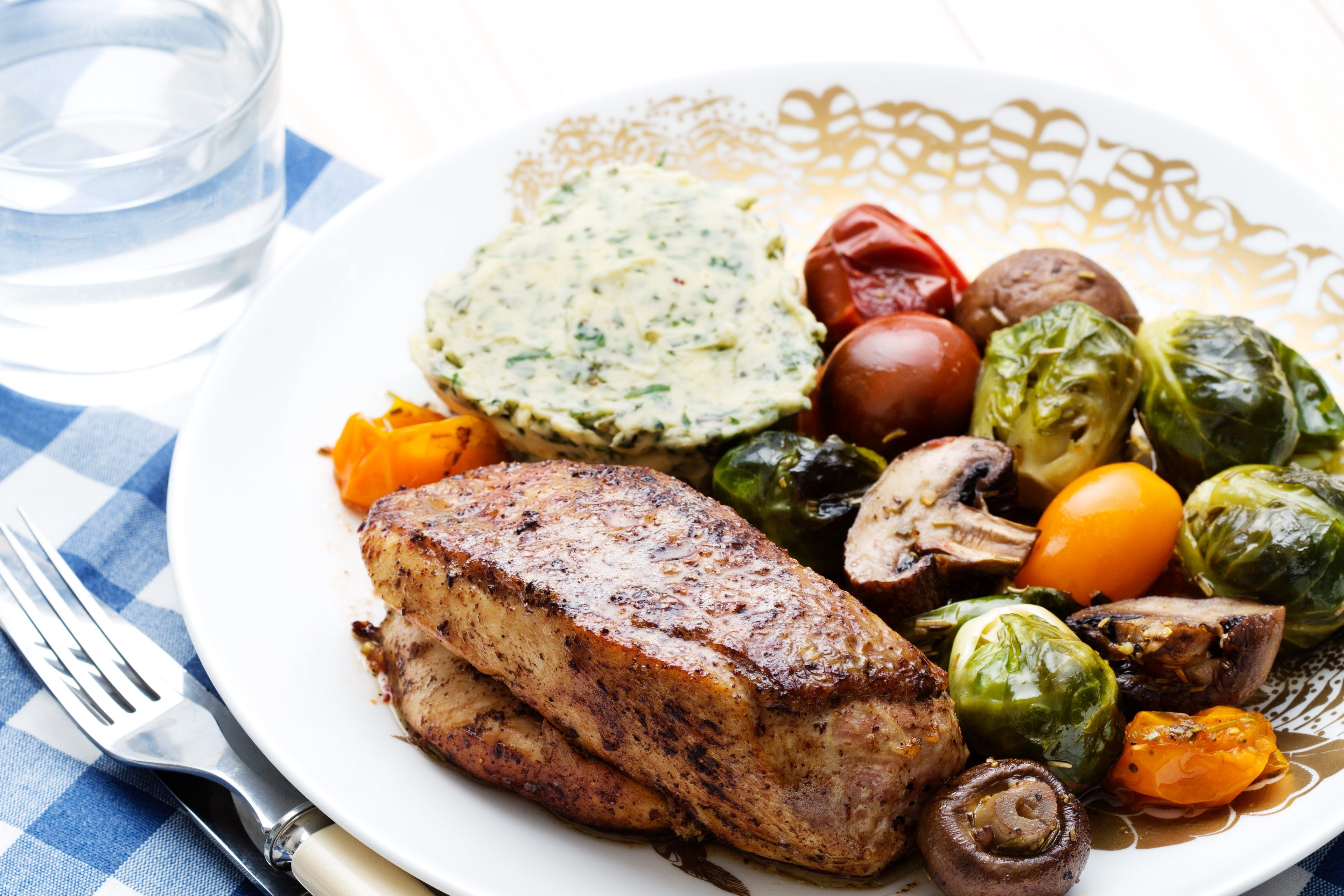 Keto chicken with roasted vegetables Tricolore