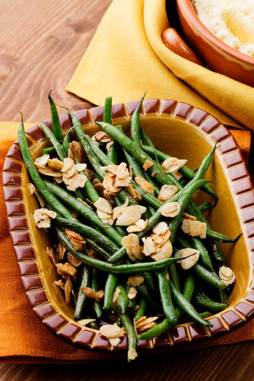 Green beans with garlic and almonds