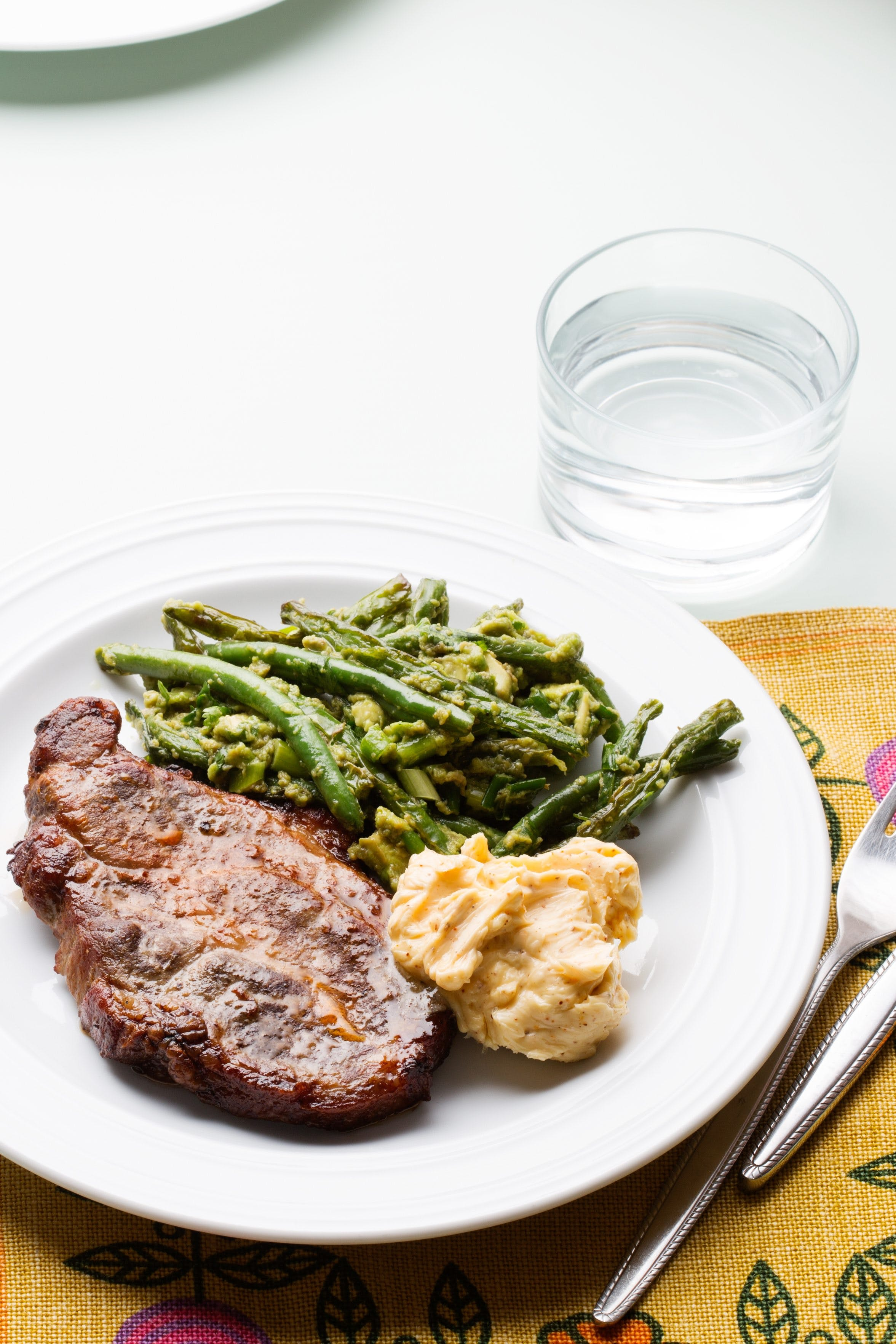 Keto chops with green beans and avocado