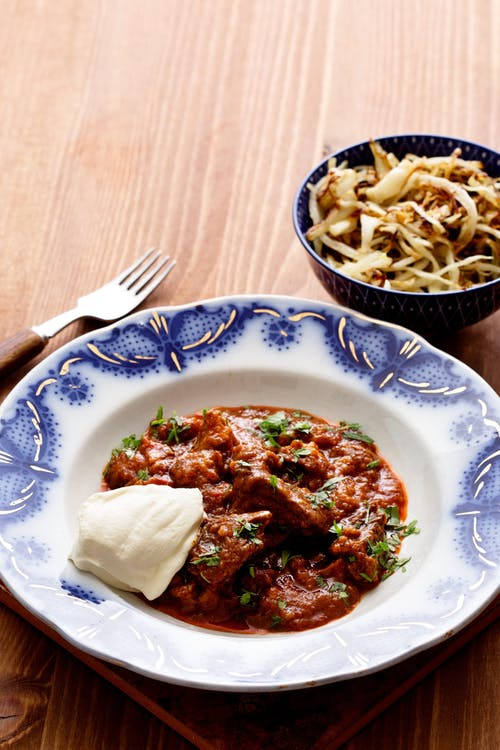 Low-carb goulash with butter-fried cabbage