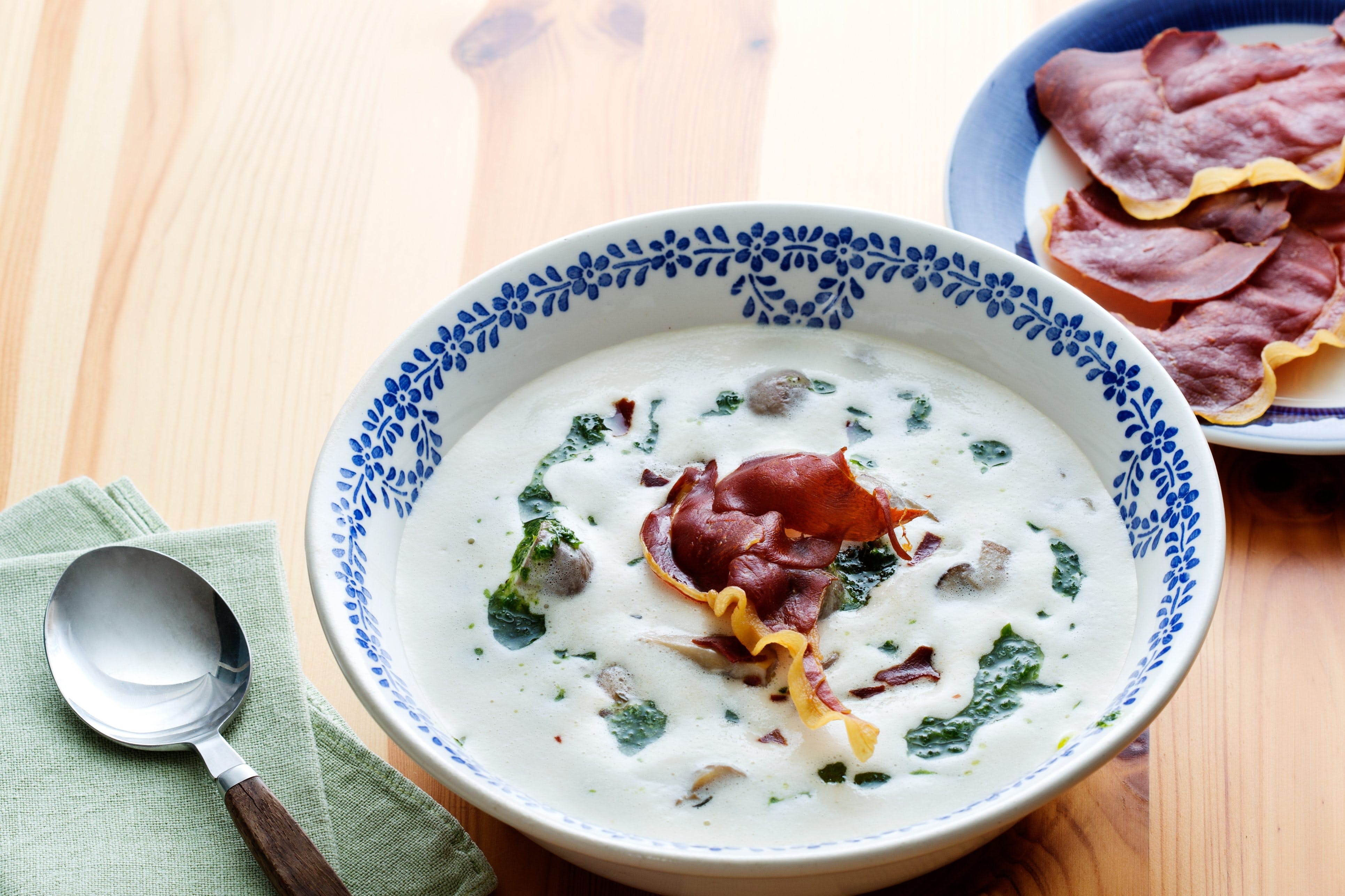 Low-carb mushroom soup