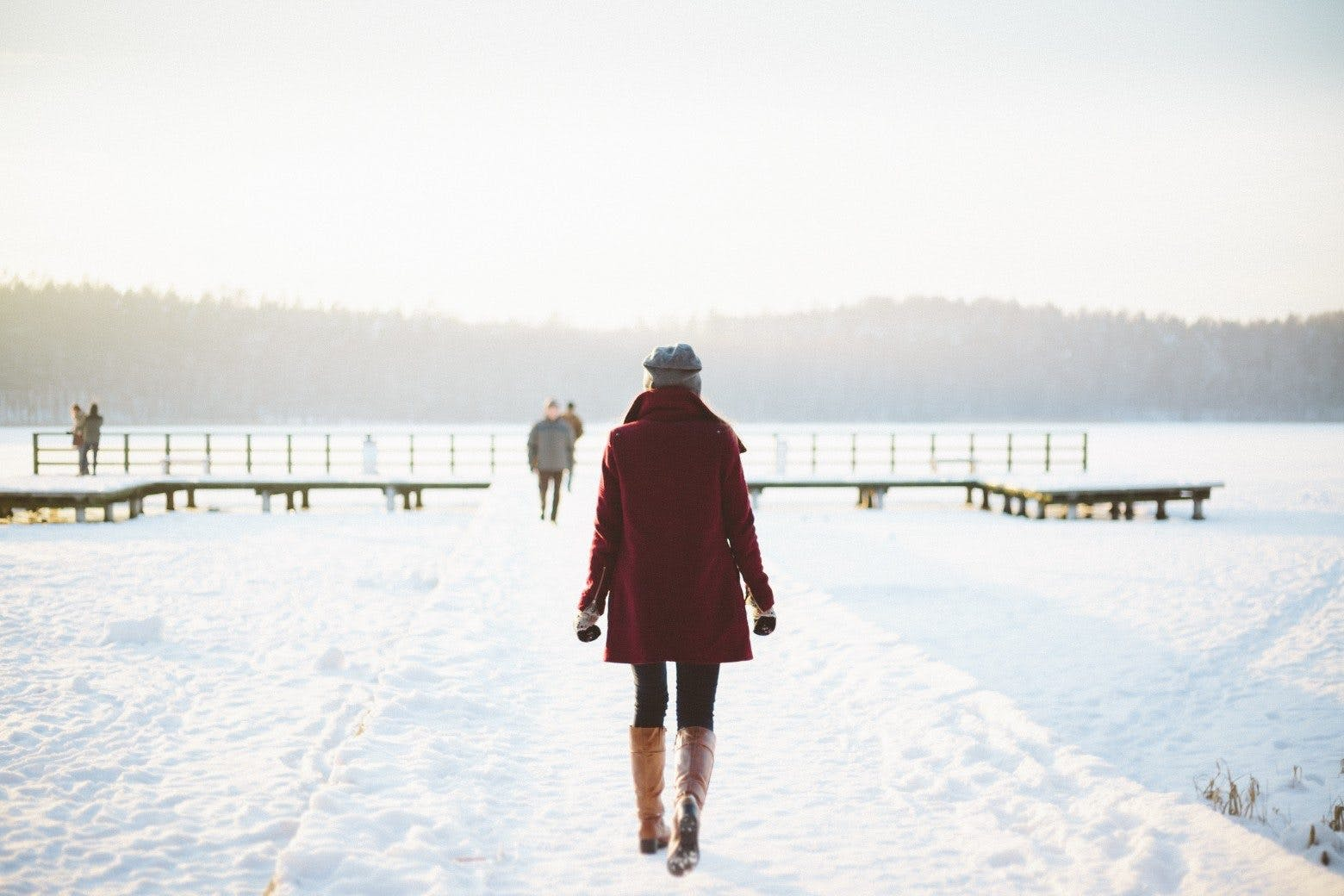 vinter-kvinna-sno-is-promenad-livsstil-1560x1040
