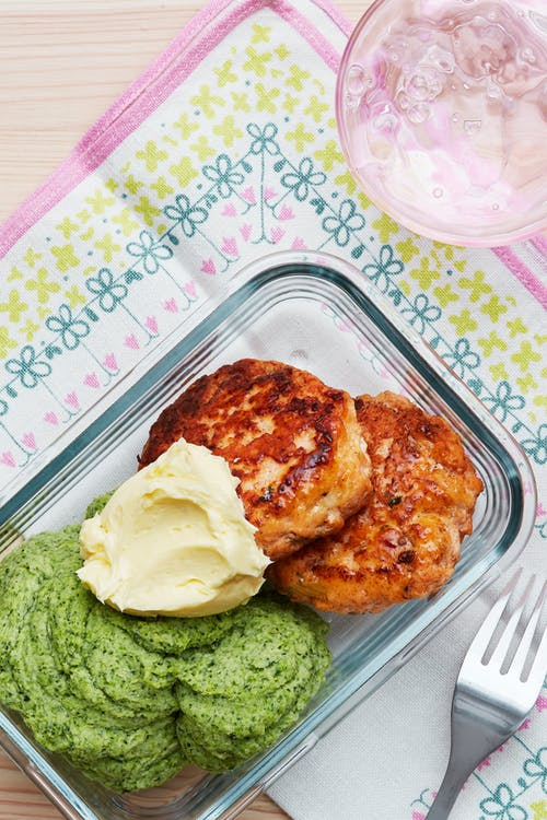 Keto salmon burgers with mash and lemon butter