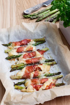 Keto prosciutto-wrapped asparagus with goat cheese<br />(Lunch)