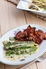Bacon with creamy leeks au gratin