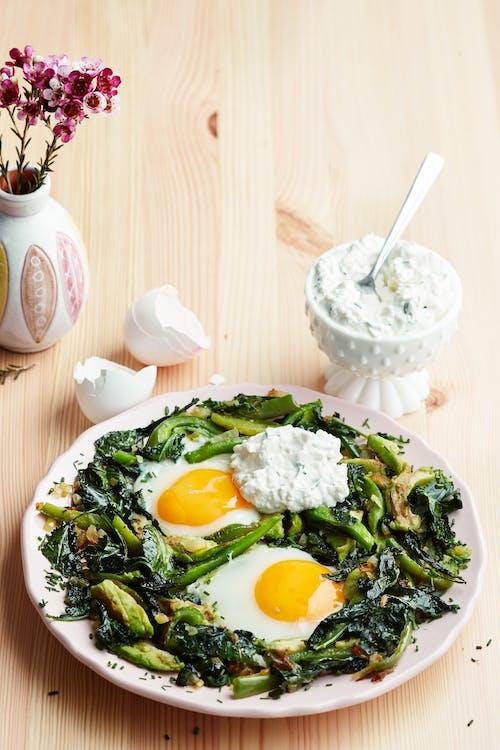 煎锅蛋和蔬菜
