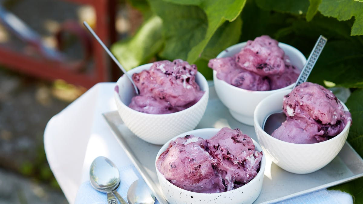 Low-carb blueberry ice cream