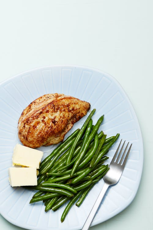 Keto chicken and green beans plate