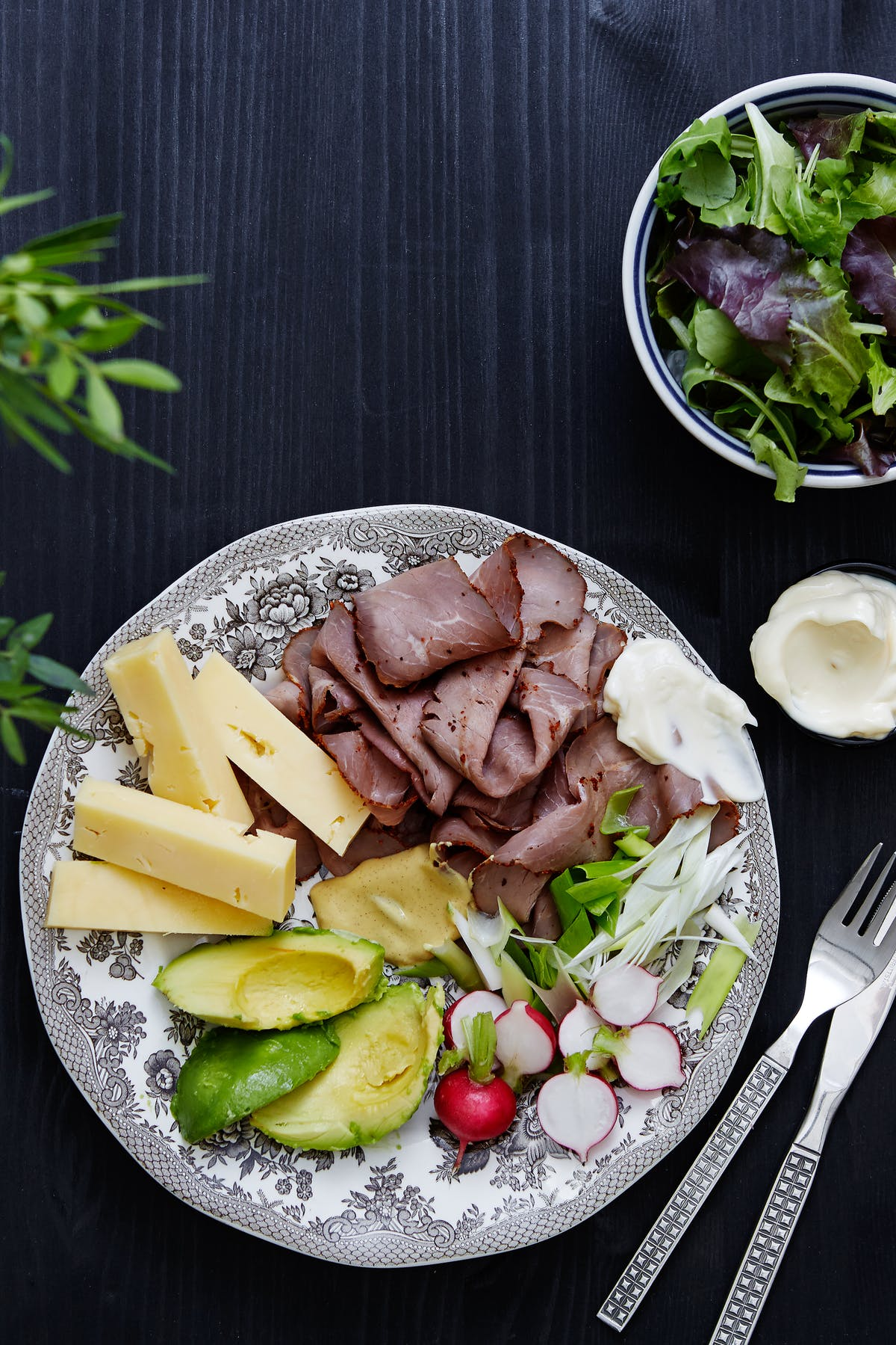 Keto Roast Beef and Cheddar Plate with Avocado - Diet Doctor