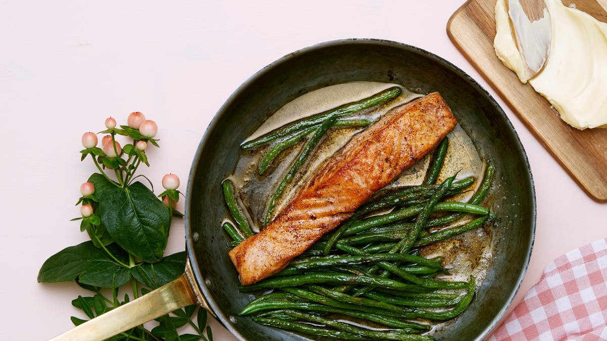Keto fried salmon with green beans