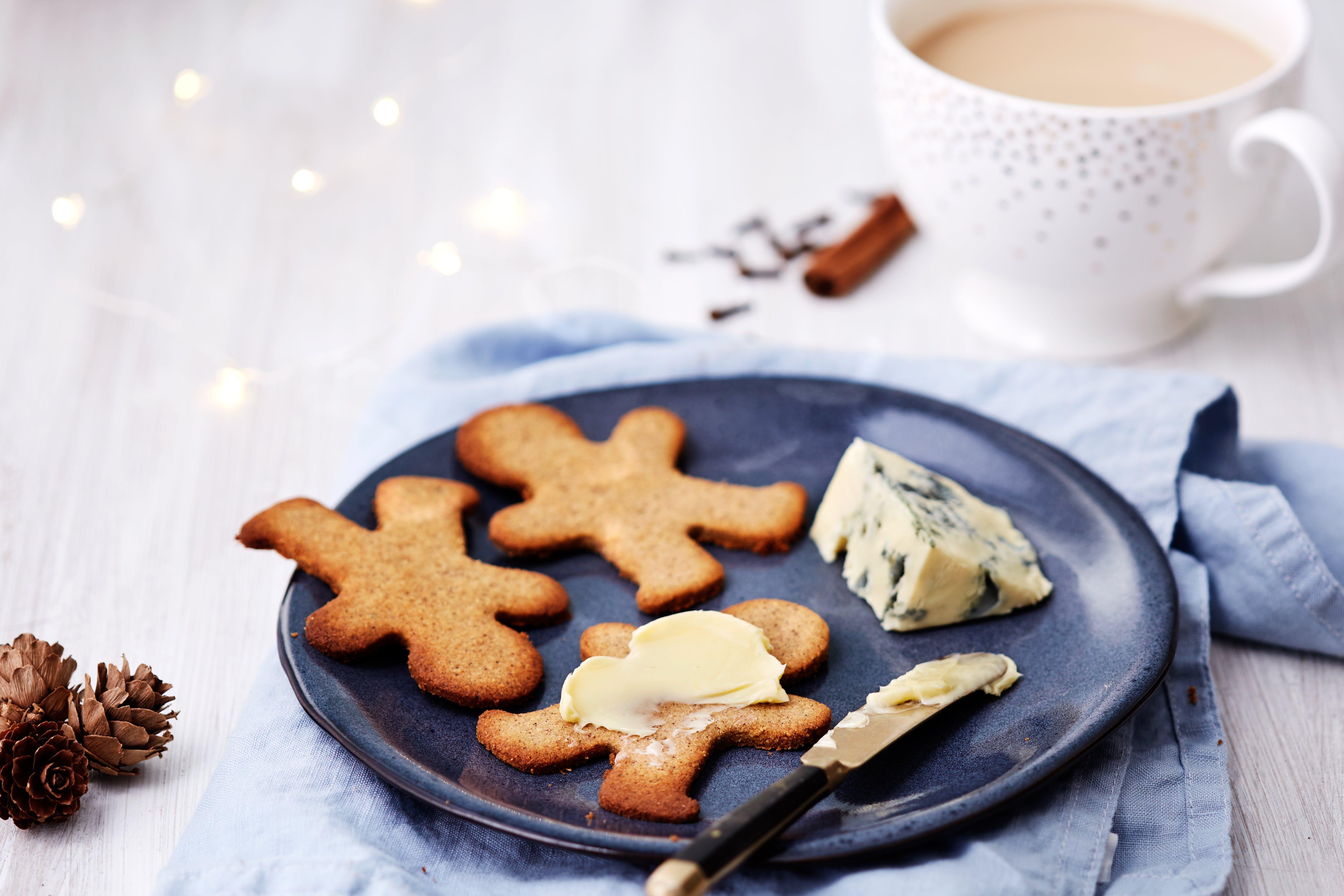 Low-carb gingerbread cookies