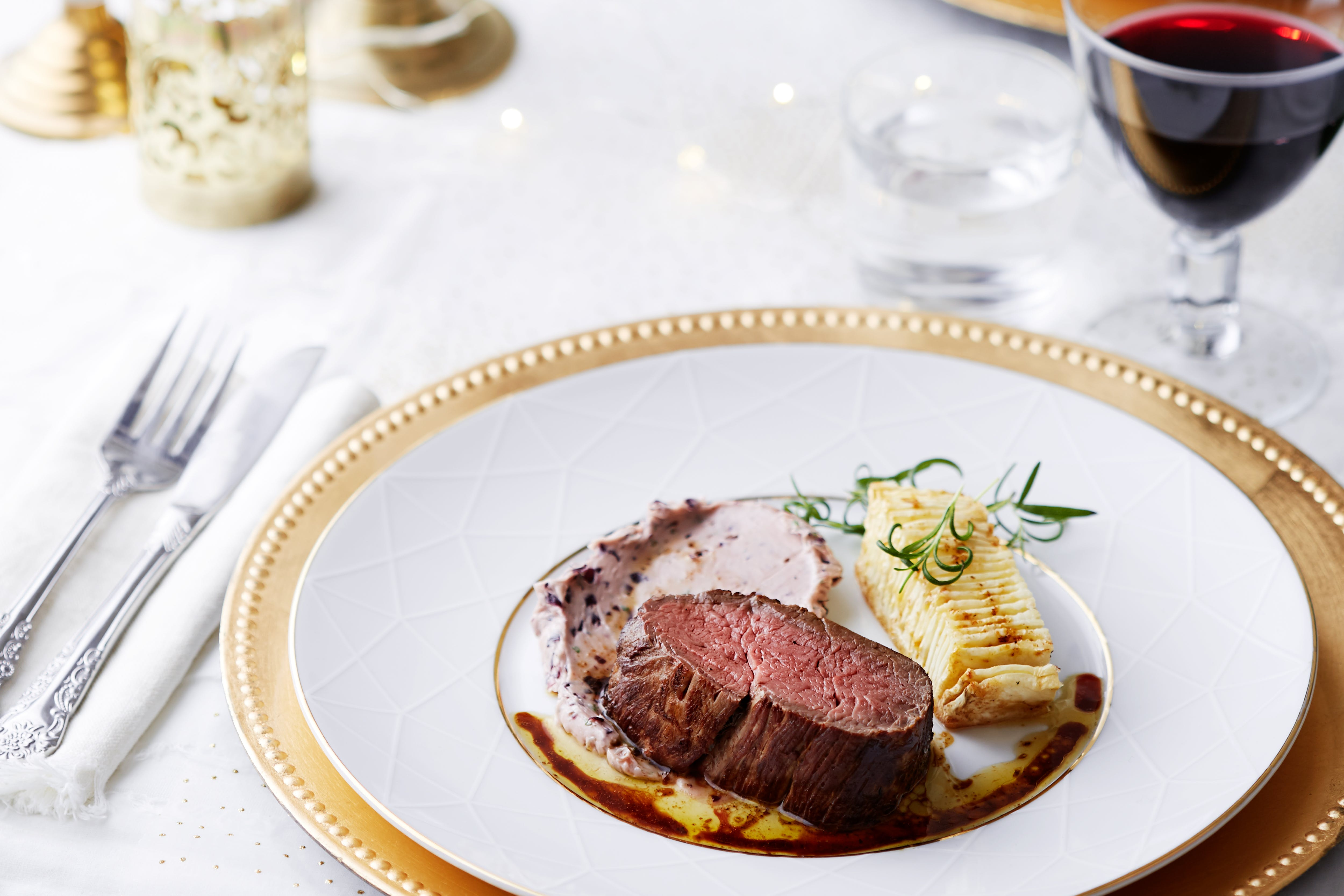 Keto chateaubriand with hasselback celery root and red wine butter
