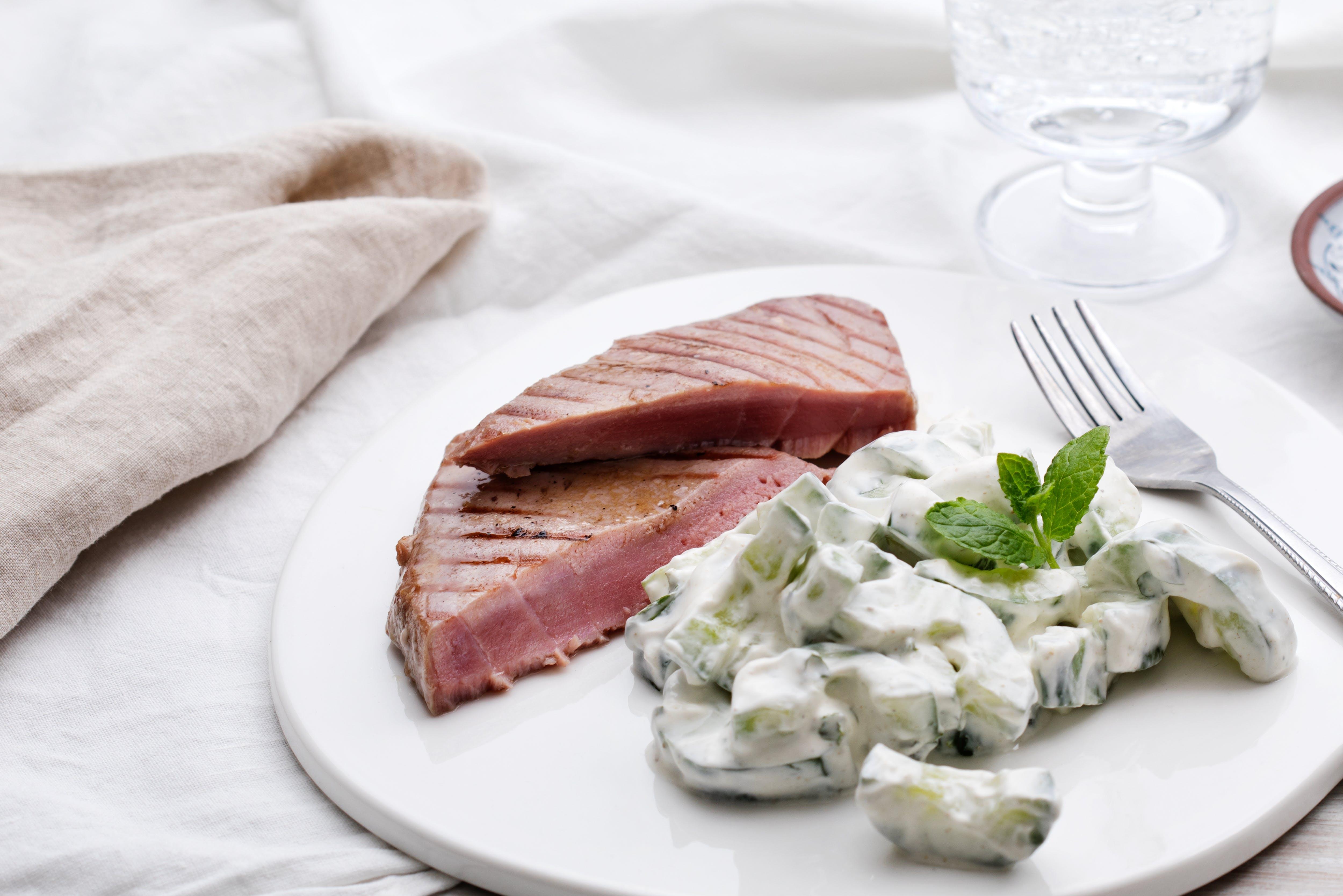Grilled tuna with Raita salad