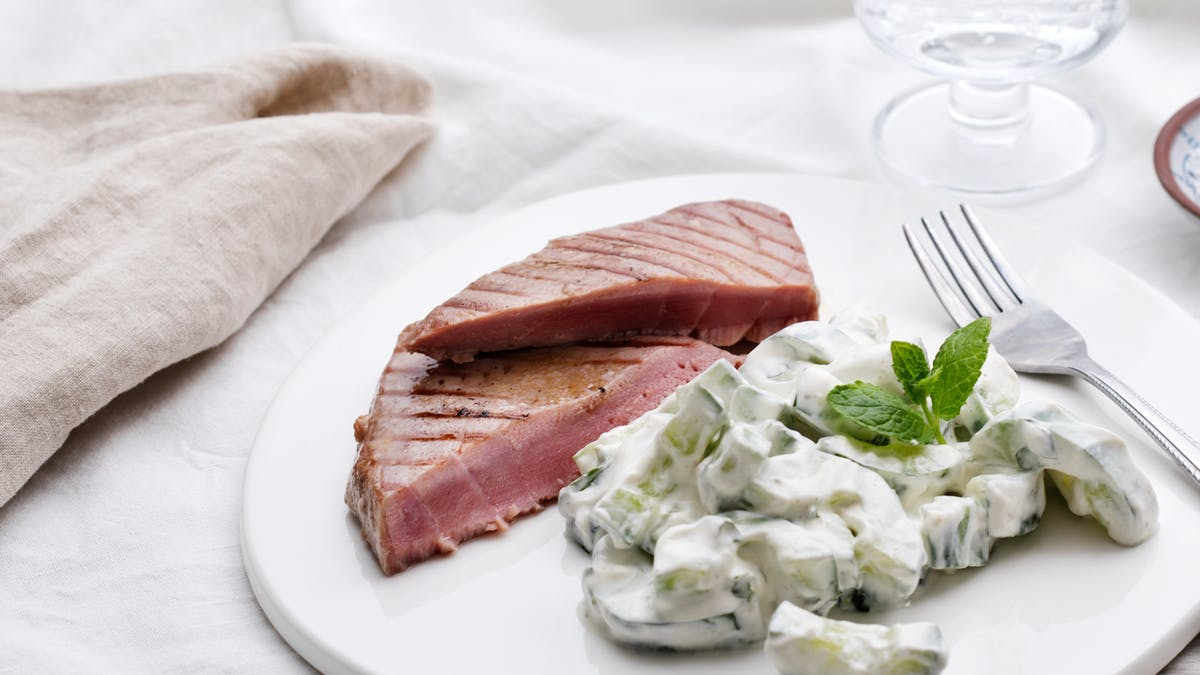 Grilled tuna with Raita salad