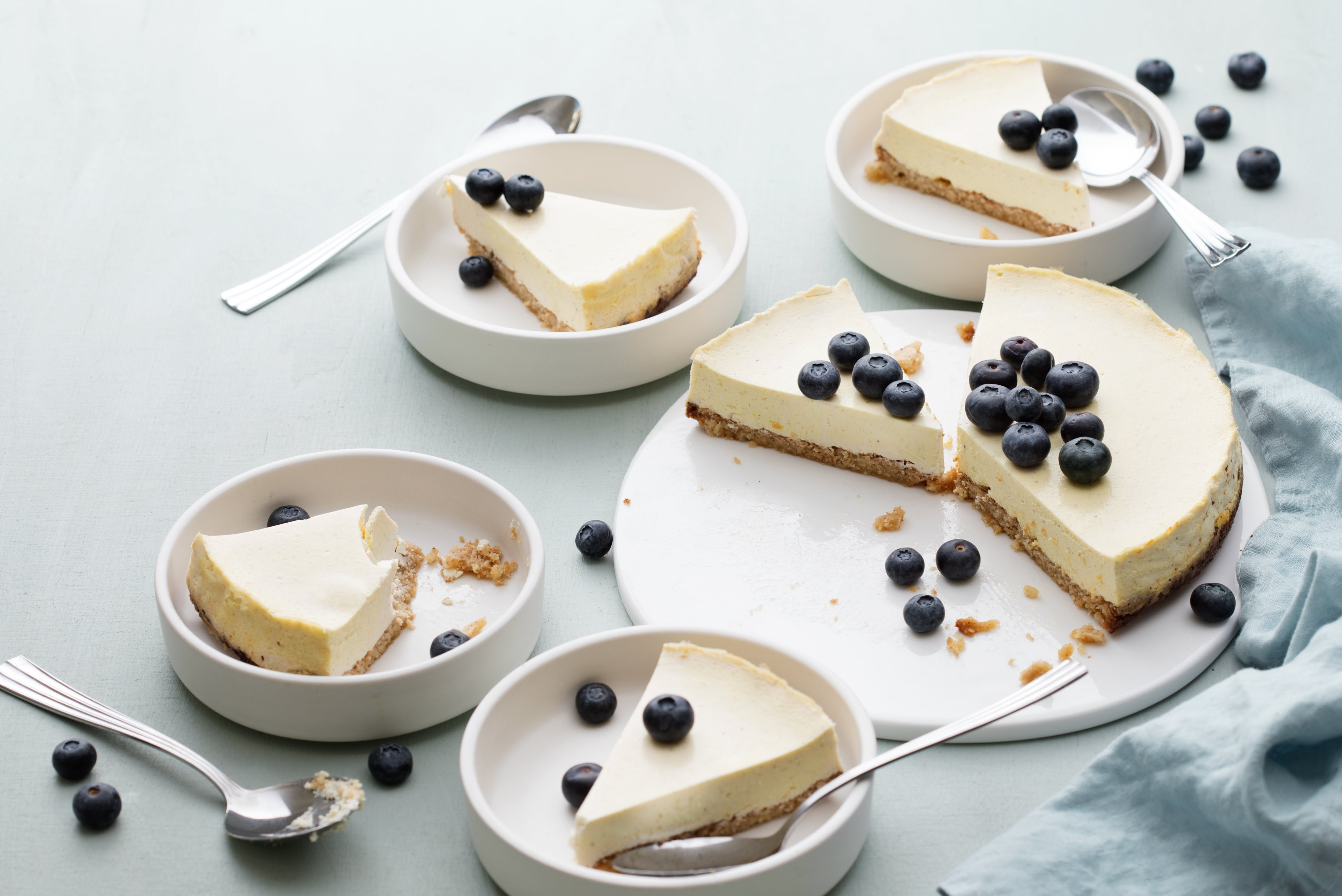 Keto cheesecake with blueberries