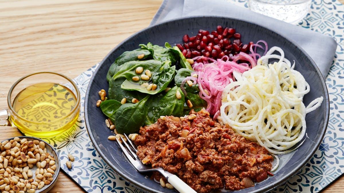 Super bowl with chili and fresh veggies