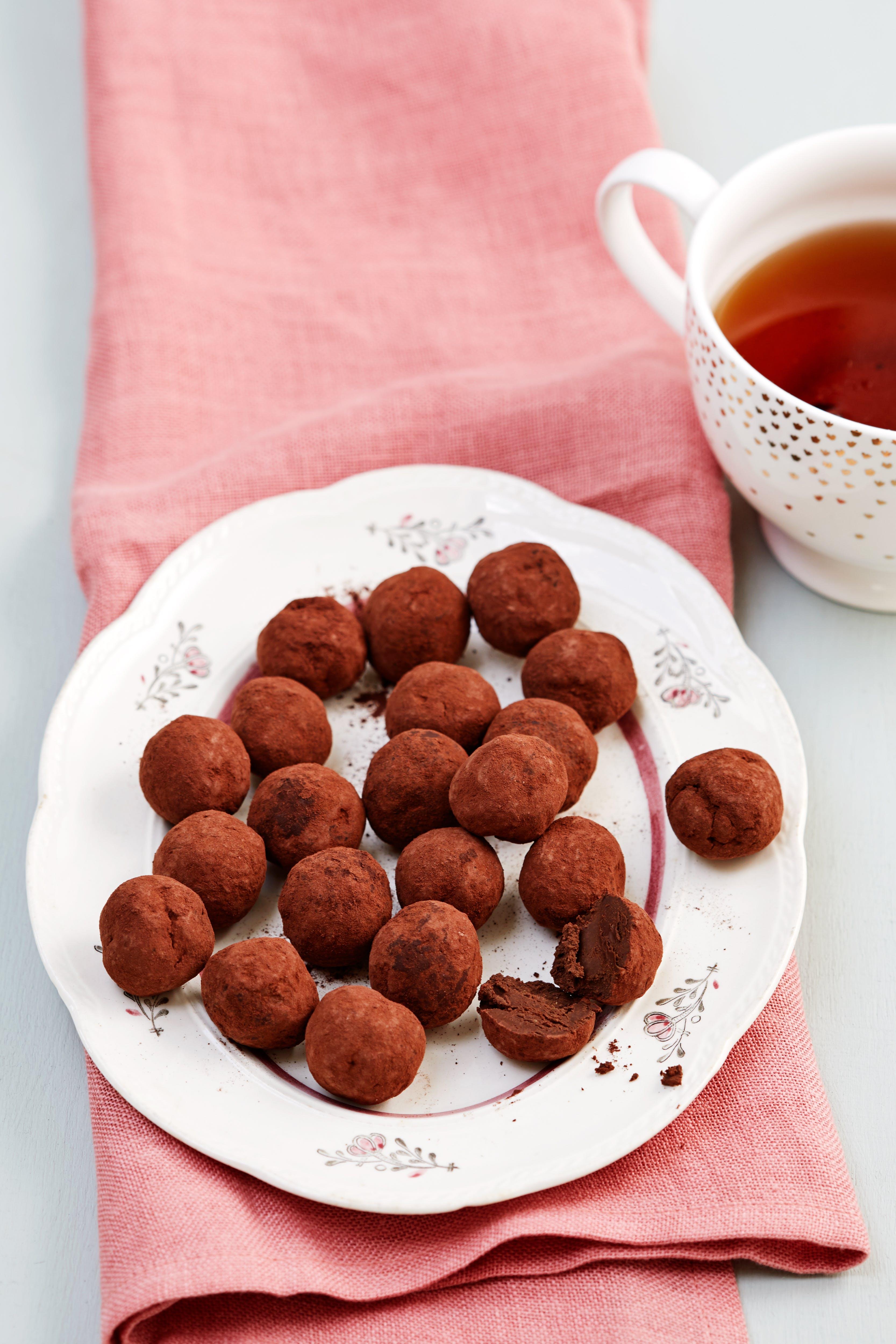 Low-carb chocolate avocado truffles