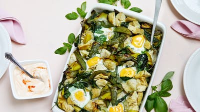 Baked eggs with veggies and spicy yogurt sauce