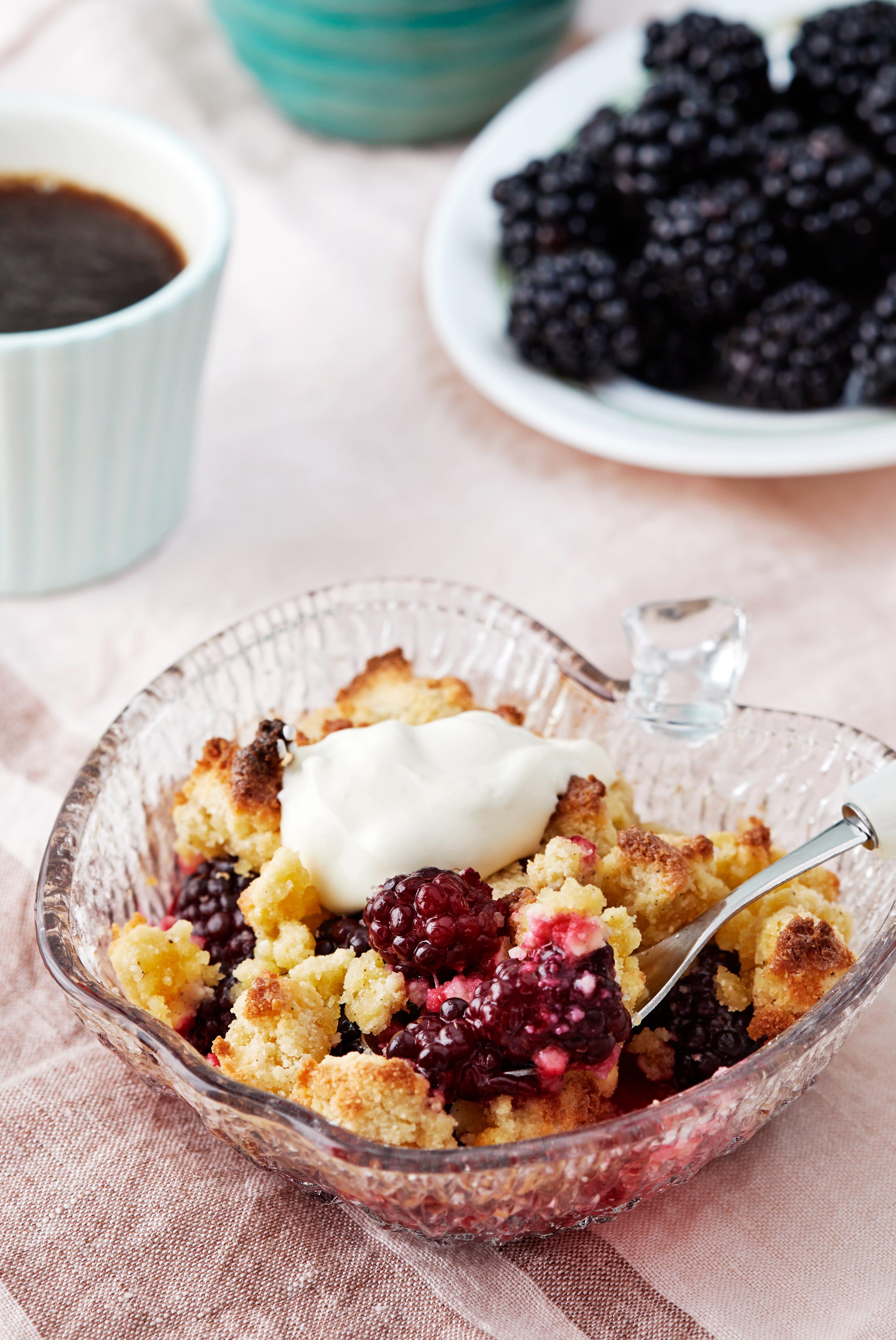 Low-carb blackberry cobbler