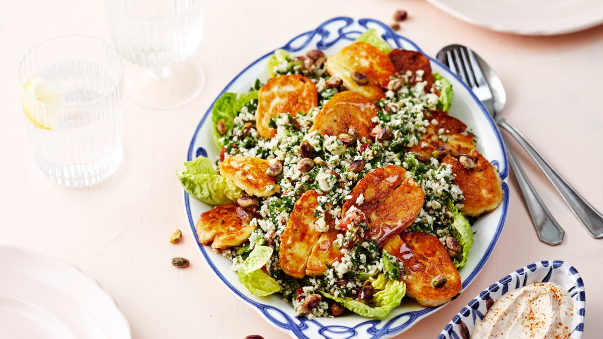 Low-carb cauliflower tabbouleh with halloumi cheese