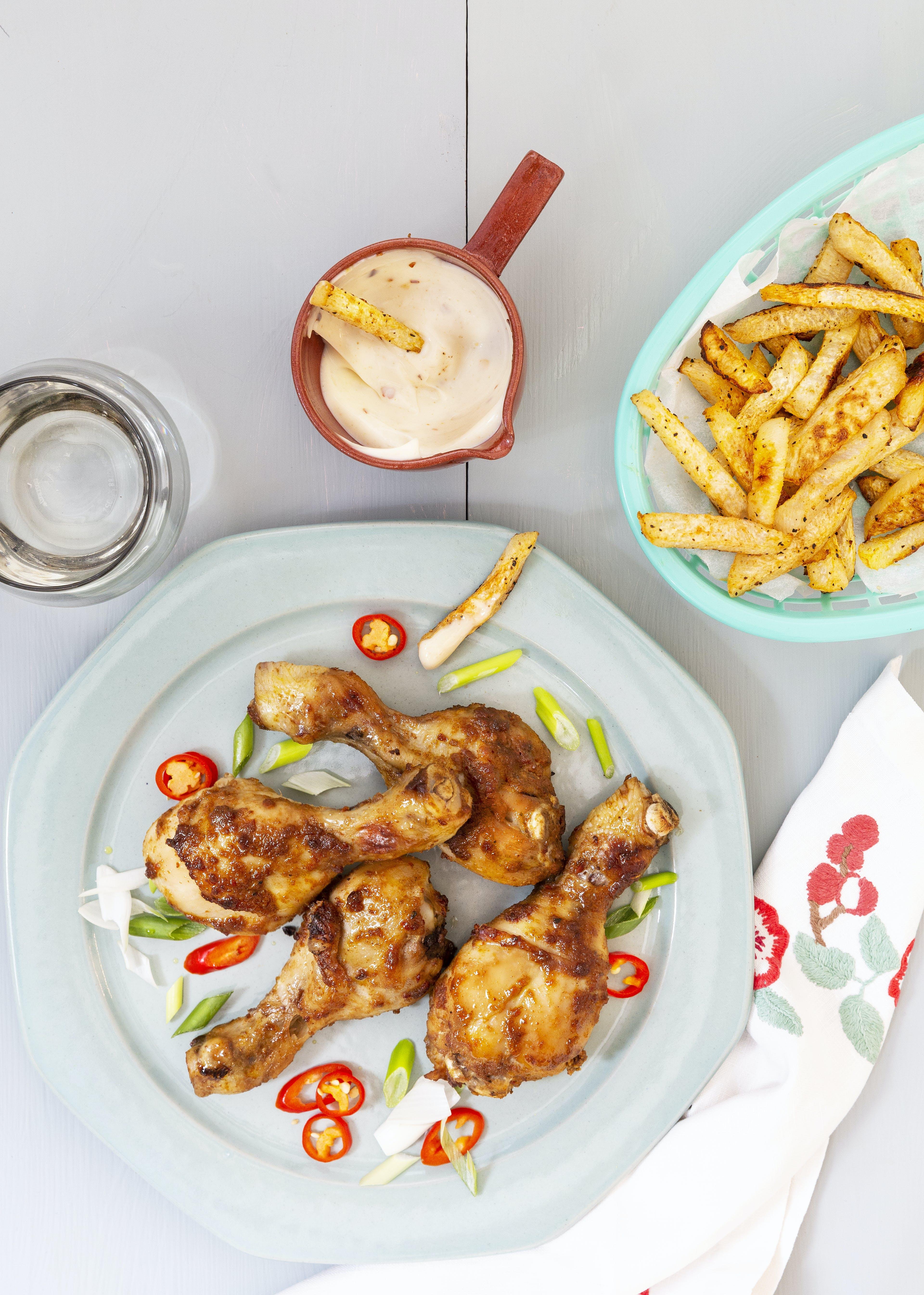 Chicken drumsticks with keto fries