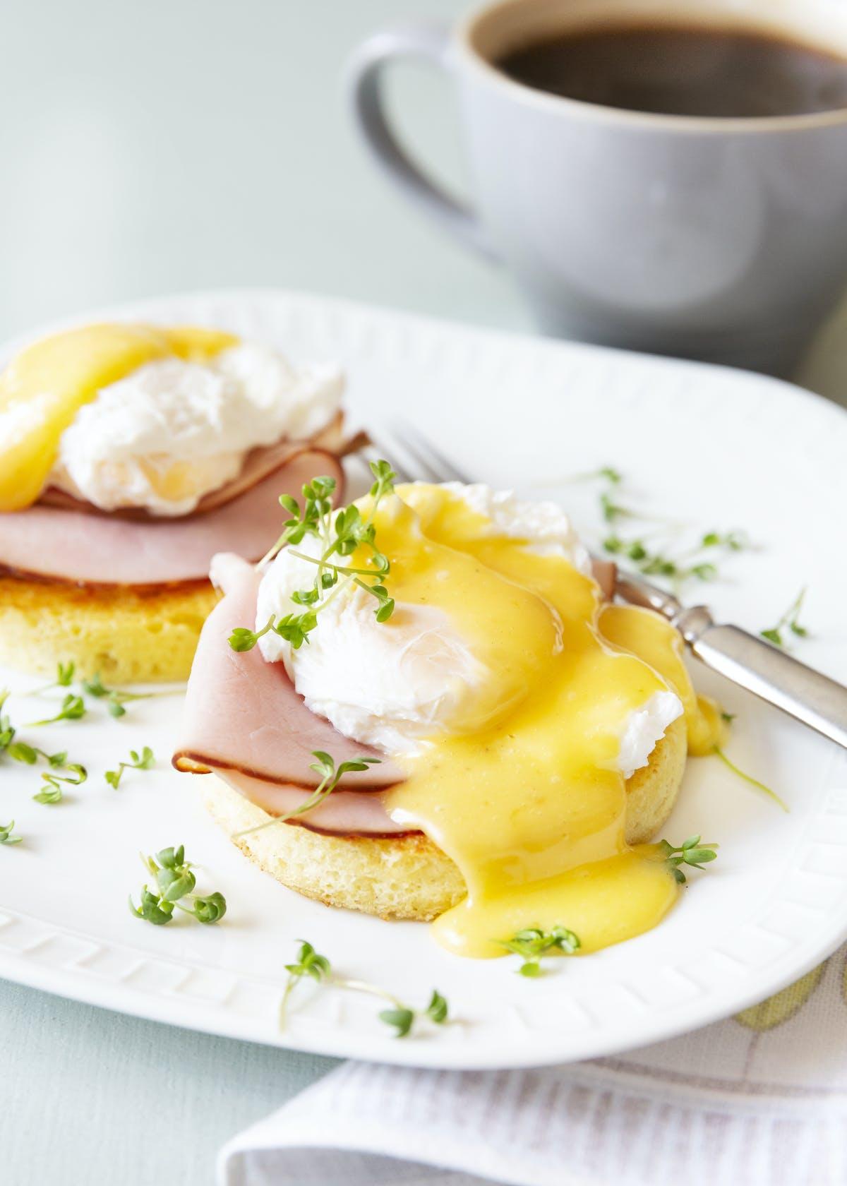 Keto Eggs Benedict With Mug Bread Recipe Diet Doctor