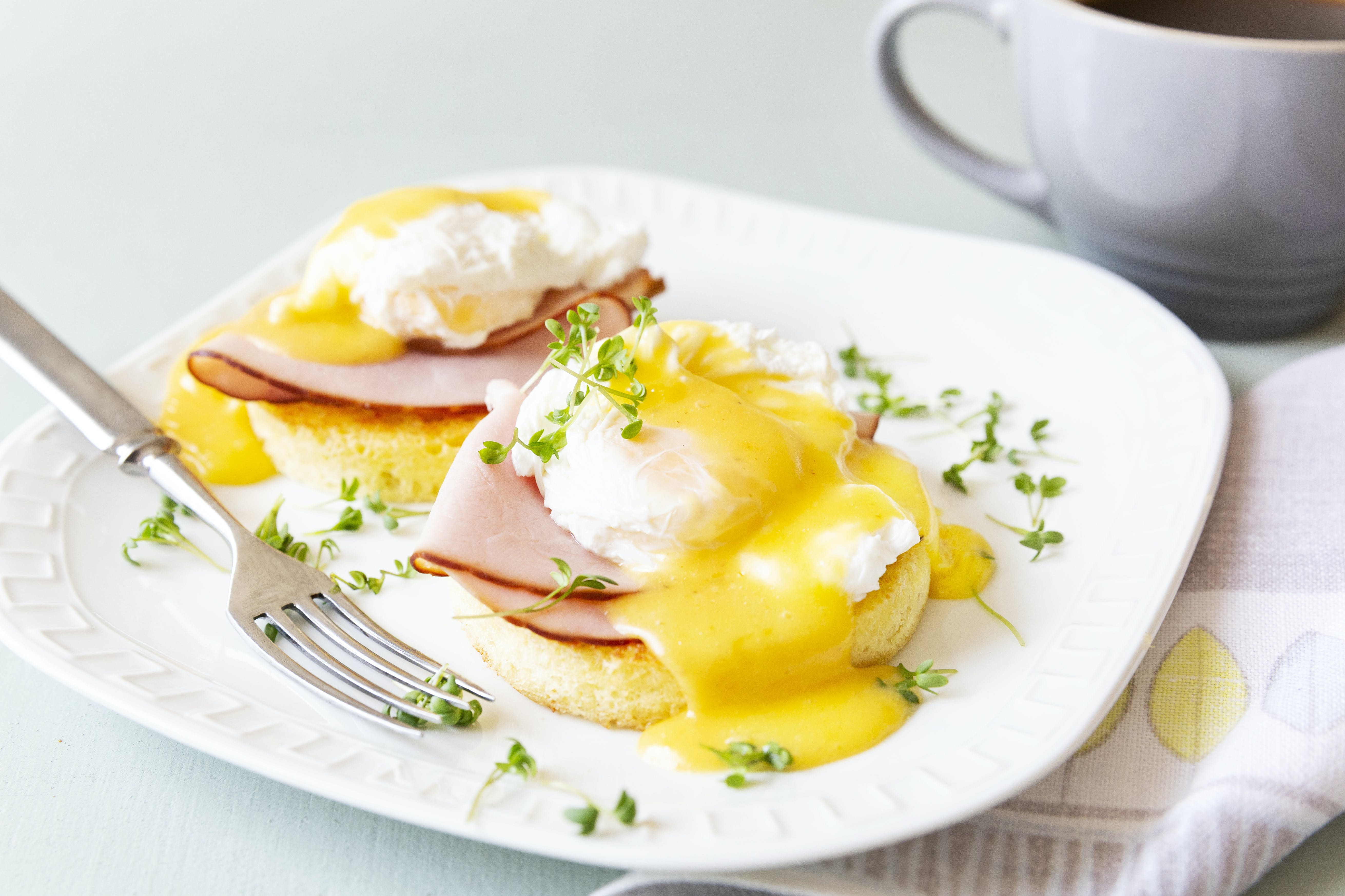 Keto eggs Benedict with mug bread