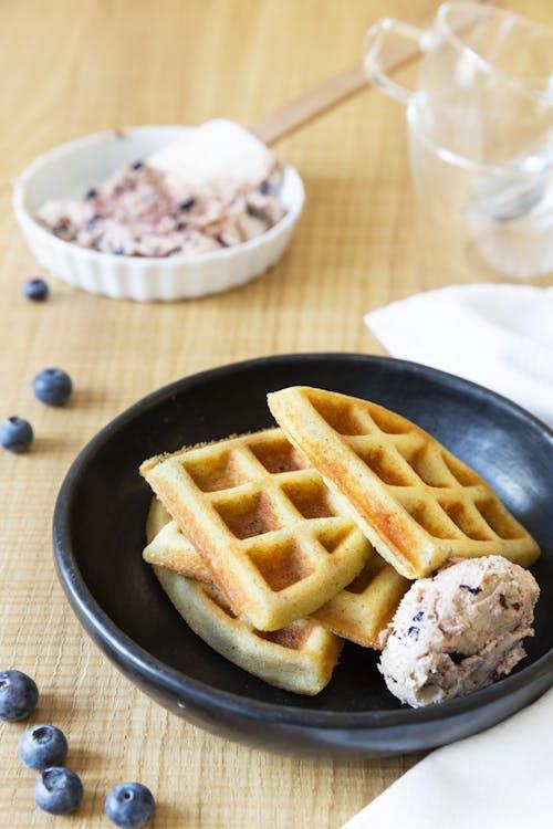 蓝莓奶油凯托华夫饼
