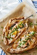 羊皮纸烤三文鱼配菠菜和鸡蛋gydF4y2Ba