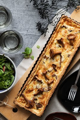 Keto cheese pie with chanterelle mushrooms
