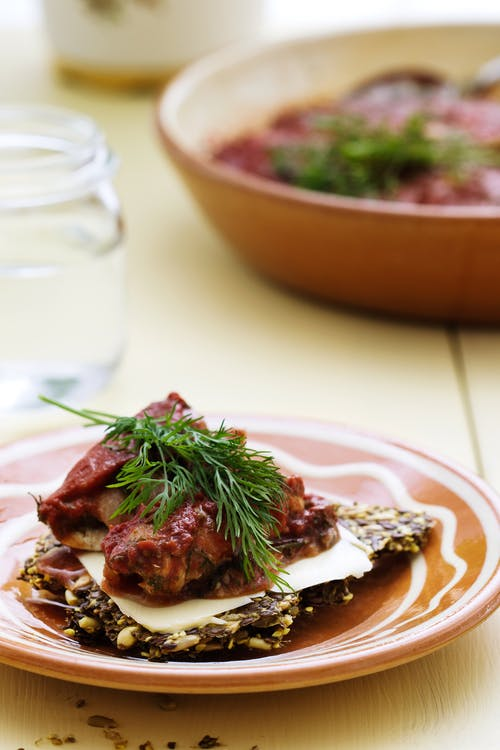 Dill and tomato herring