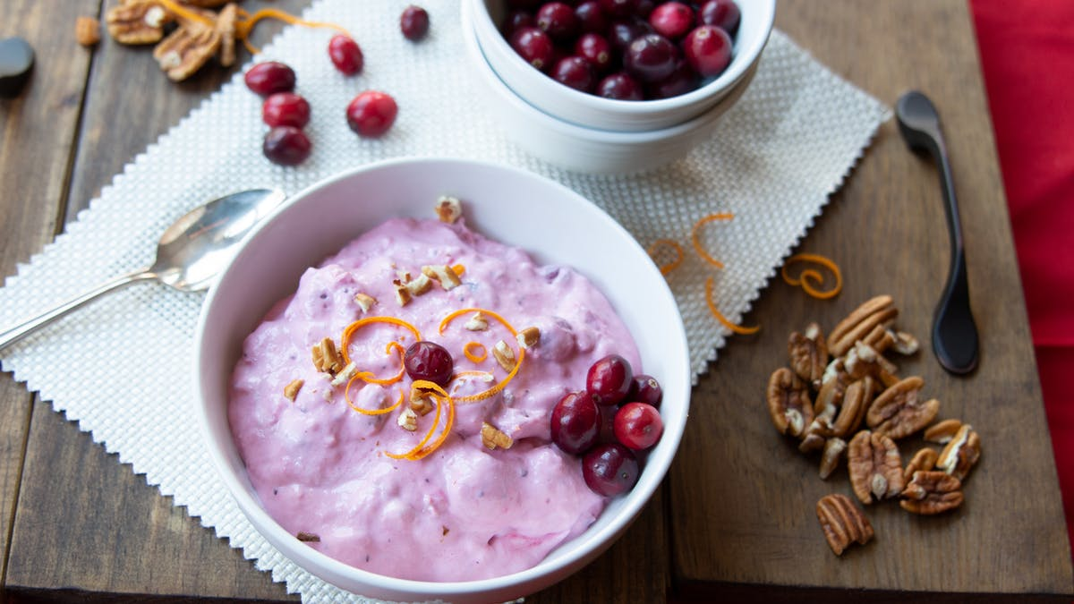 Low-carb cranberry cream with pecans