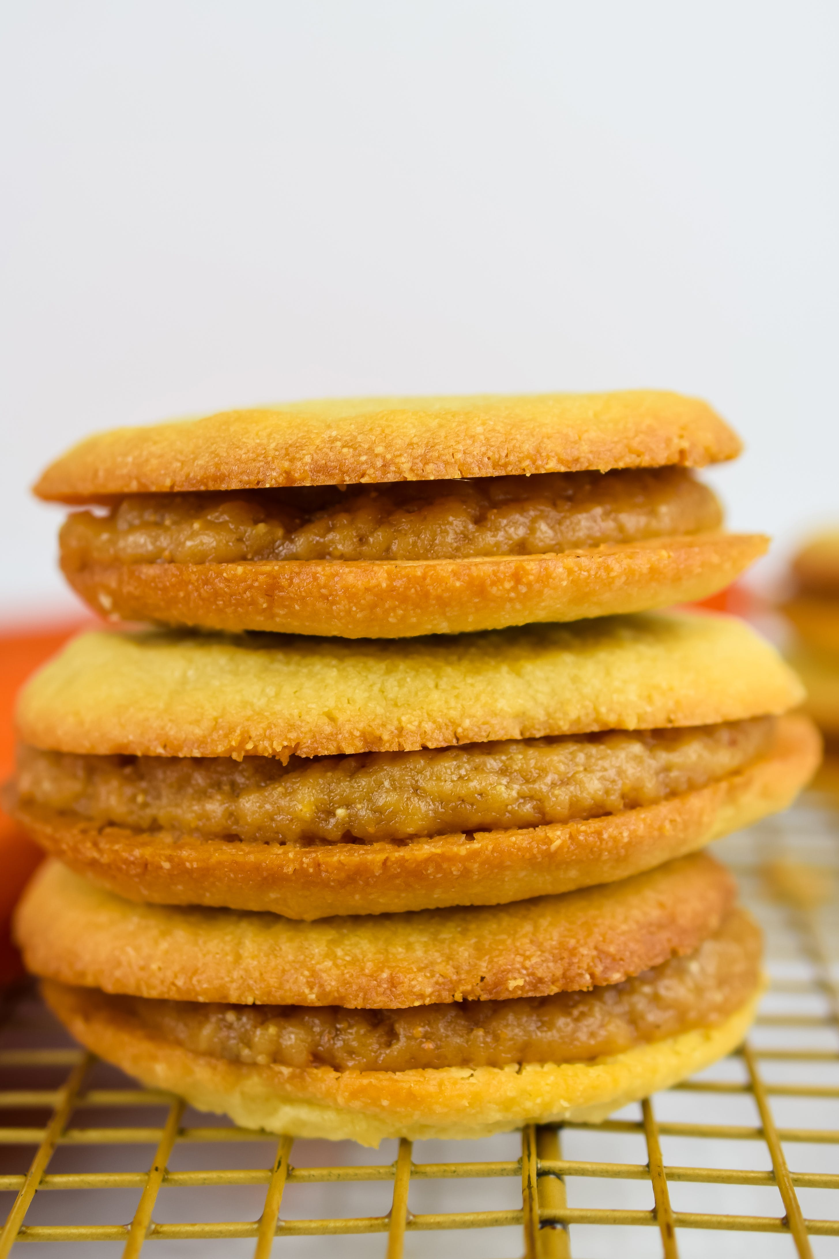Keto Argentine cookie and caramel sandwiches (Alfajores)