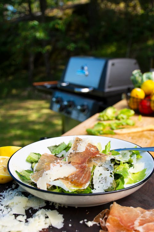 Prosciutto and manchego cheese grilled salad