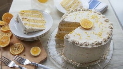 Keto lemon layer cake with lemon curd and mascarpone frosting