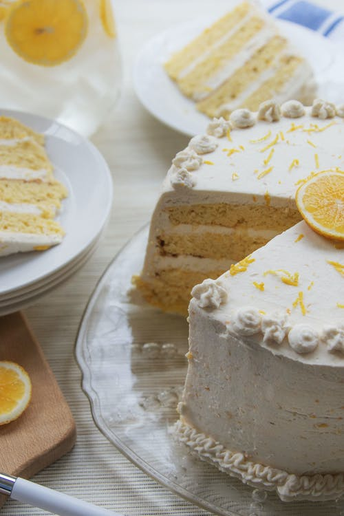 Keto lemon layer cake with lemon curd and mascarpone frosting