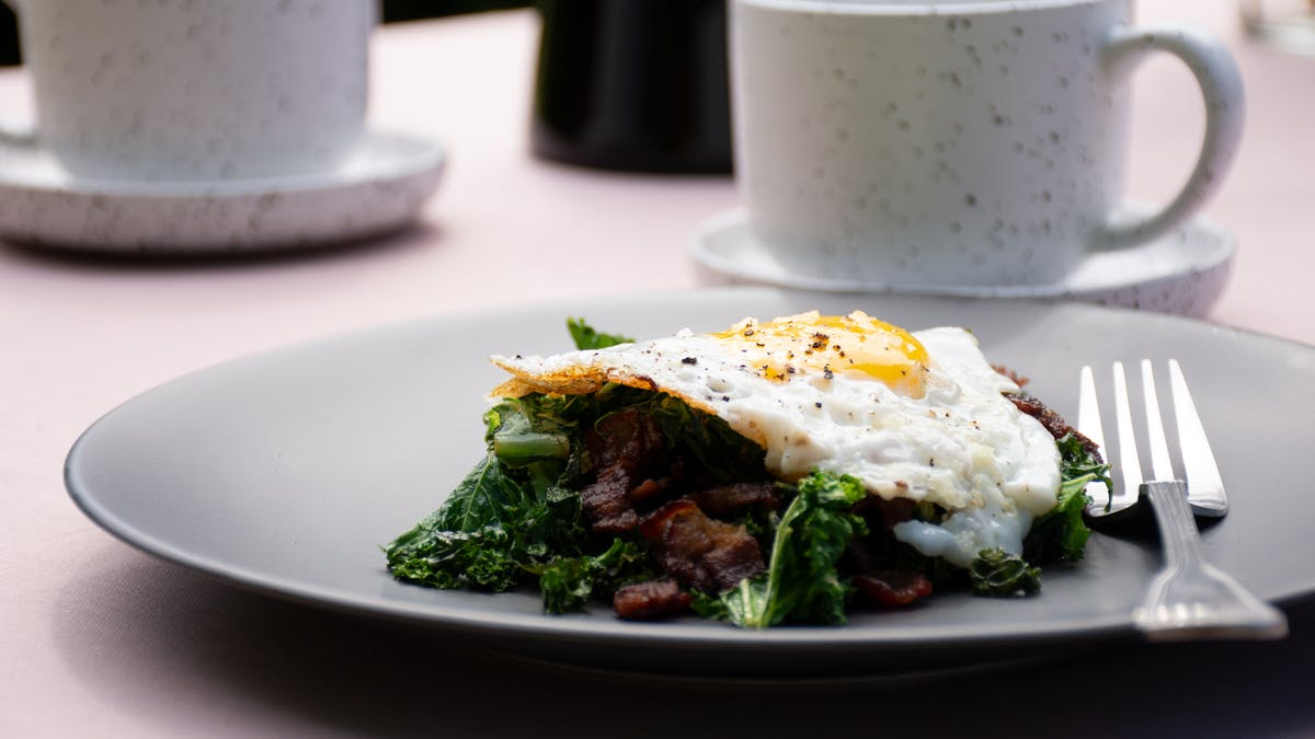 Crispy bacon & kale with fried eggs