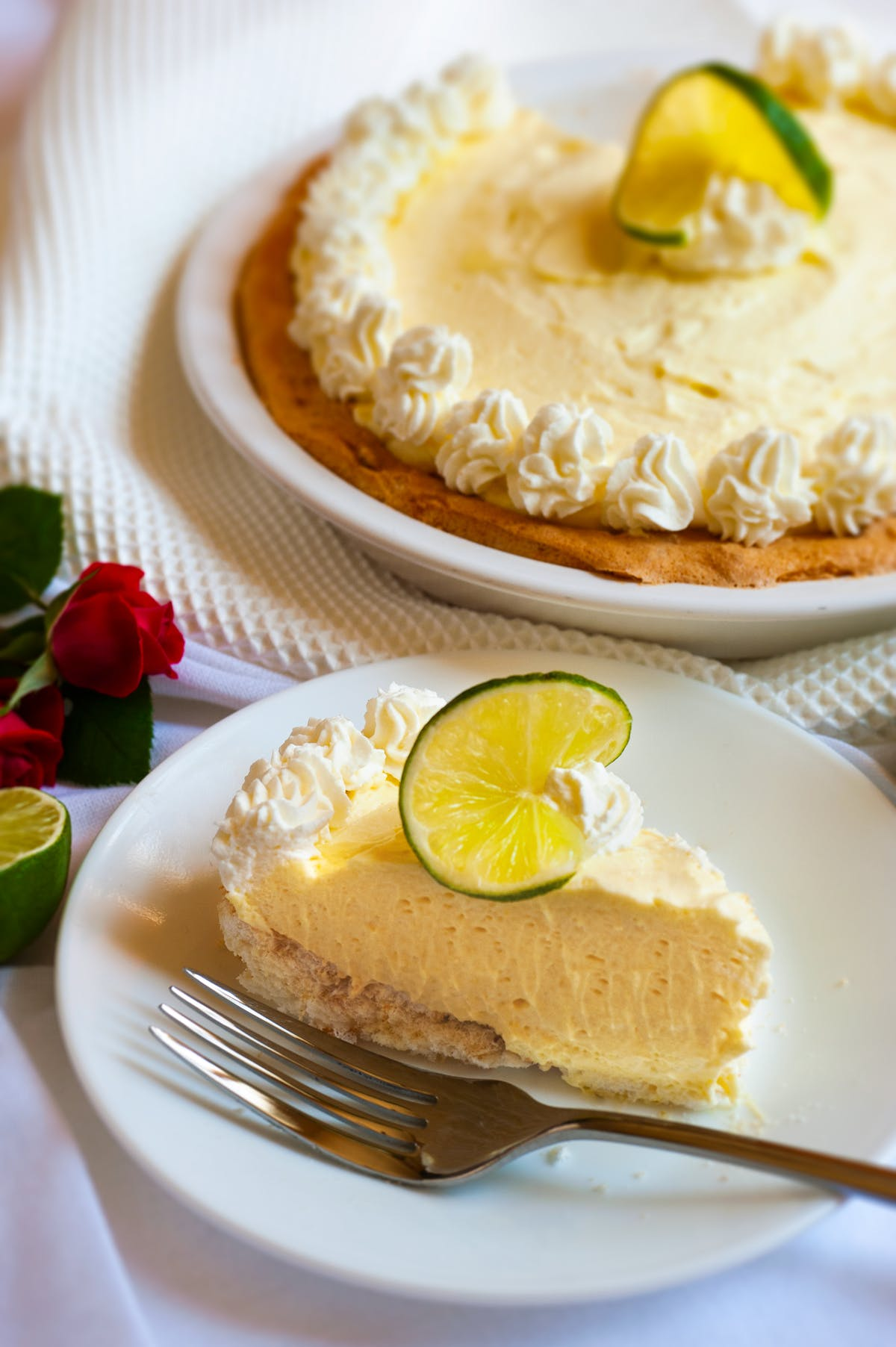 Low-carb Key lime pie with meringue crust
