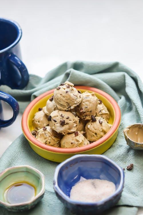 Low-carb cookie dough cream bites