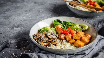 Low-carb vegan Buddha bowl