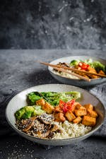 Low-carb vegan Buddha bowl