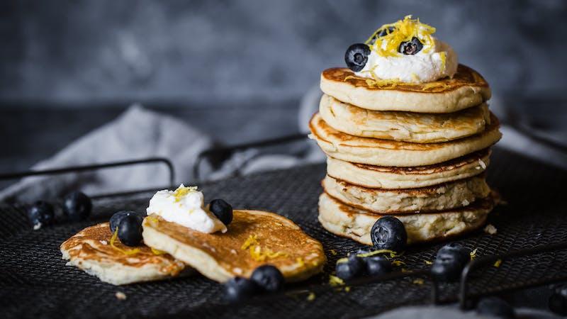Low-carb ricotta and lemon pancakes