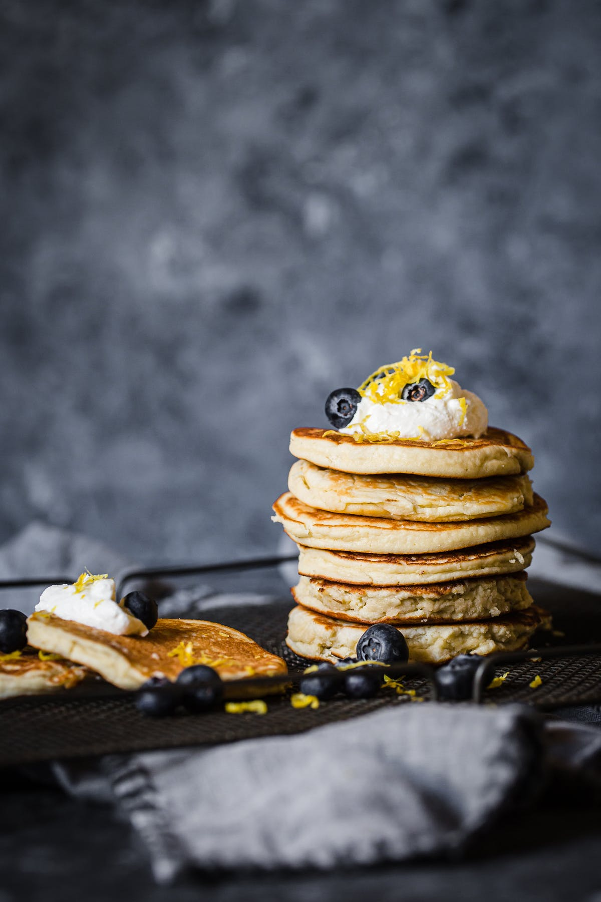 Low-carb ricotta and lemon pancakes