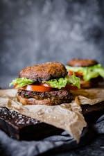 低碳水化合物纯素蛋奶汉堡配波托贝罗面包GydF4y2Ba