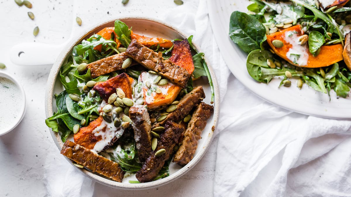 Low-carb-vegan-tempeh-pumpkin-bowl_16-9-blogpost