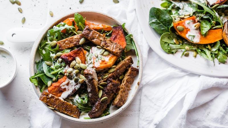 Low-carb-vegan-tempeh-pumpkin-bowl_16-9-blogpost