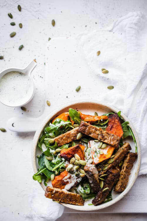 Low-carb vegan tempeh pumpkin bowl with herb dressing