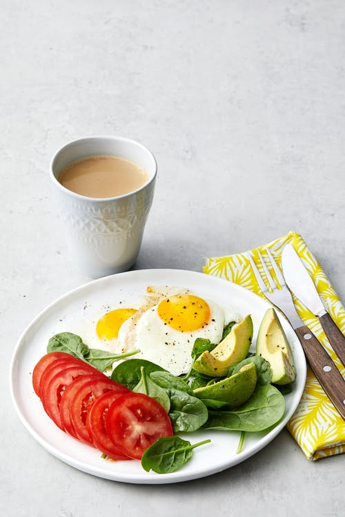 Simple low-carb breakfast with fried eggs and veggies