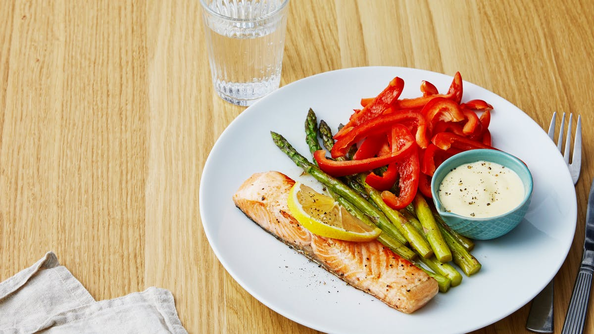 Seared salmon with veggies and 5-minute hollandaise